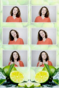 Scan vom Ausdruck aus der KRUU Fotobox. Durch die Perforierung kann die Serie in zwei Streifen getrennt werden.
